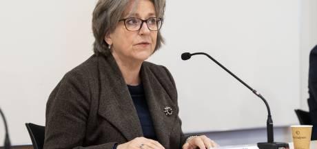 Harde kritiek op beleid na computerhack raakt burgemeester Ellen Nauta van Hof van Twente persoonlijk