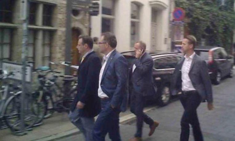 Er loopt nog een strafklacht van voormalig Land Invest-topman Erik Van der Paal rond het filmpje dat Apache online zette van het bezoek van een deel van het Antwerpse schepencollege aan het verjaardagsfeestje van Van der Paal in restaurant 't Fornuis.