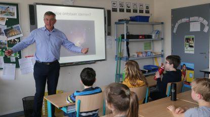 VIDEO: burgemeester en schepen van Onderwijs zorgen mee voor vervangprogramma op deze schoolstakingsdag