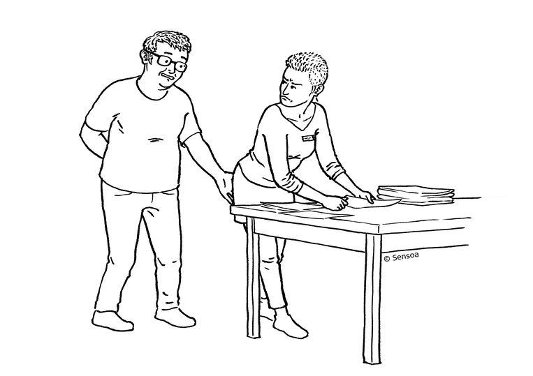 De deelnemers krijgen een reeks prenten voorgeschoteld. Die moeten ze evalueren op basis van zes criteria. Zien ze bijvoorbeeld een cliënt die lachend in de billen van een vrouw knijpt, dan gaan ze de checklist af. Daarbij stellen ze zich vragen zoals: is hier toestemming? Is het vrijwillig? Zijn er machtsrelaties? Beeld Sensoa