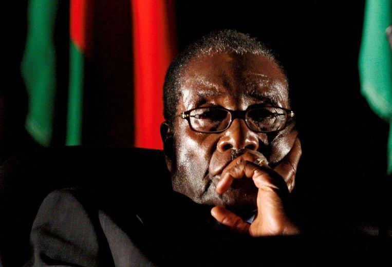 Robert Mugabe, de 93-jarige ex-president van Zimbabwe, krijgt de gelegenheid in eigen land te sterven. Beeld REUTERS