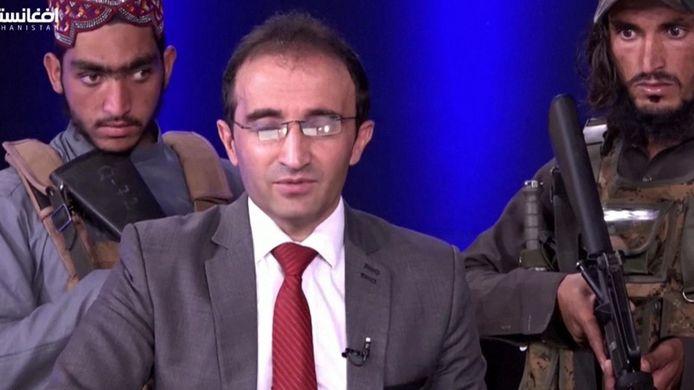 Mirwais Haidari Haqdoost presenteert normaal het politieke praatprogramma 'Pardaz', maar deze keer moest hij zich schikken naar de wil van de radicale islamisten.