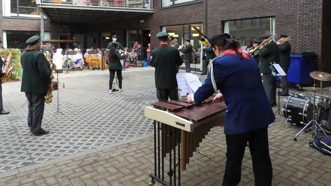 Harmonie Sinte-Cecilia verblijdt bewoners WZC Markizaat met 'Fermate'