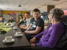 Ouderenbezoek in estafettevorm van start in Zwolle: 'Supersimpel en ouderen zijn er blij mee'