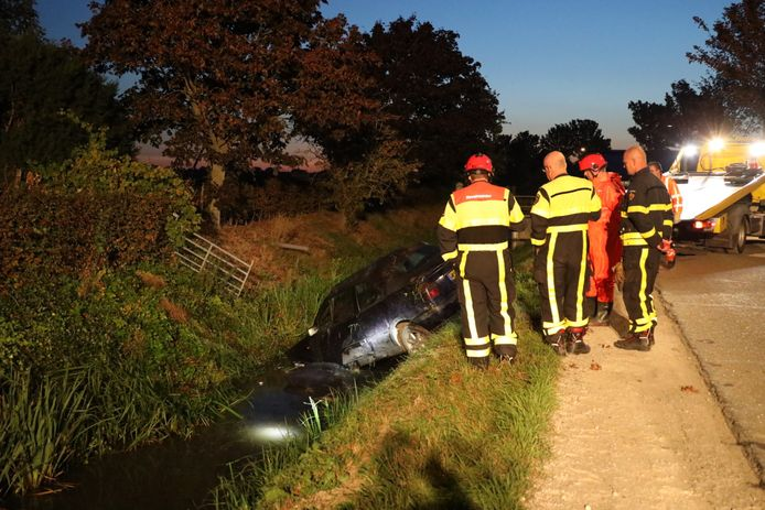 Auto in sloot in Babyloniënbroek