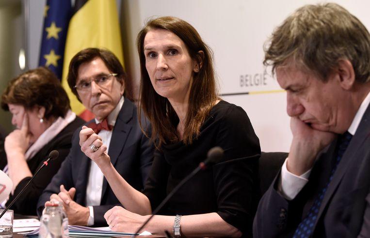 10 maart. Premier Sophie Wilmès roept voor het eerst de Nationale Veiligheidsraad samen.  Beeld Photo News