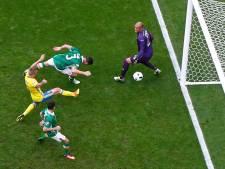 Zwak Zweden pakt puntje dankzij eigen doelpunt