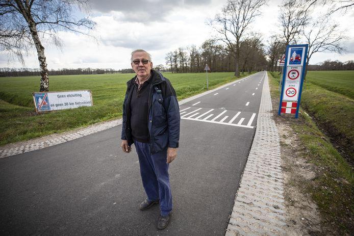 Omwonende Henk Meijer is niet blij met de oplossing tussen Enschede en Losser. Hij wil terug naar 60 kilometer per uur en nog wat aanpassingen.