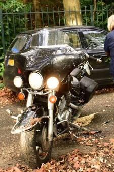 Motorrijder naar het ziekenhuis na botsing met auto in Mierlo