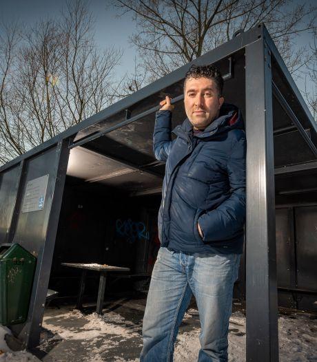 Jongerenstraatcoach Fatih krijgt er in Zutphen eindelijk collega bij: 'Geregeld jongen huilend aan de telefoon'