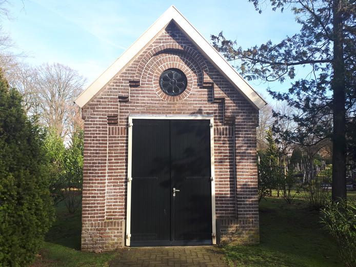 Het huisje op de begraafplaats aan de Hengelosestraat waar WG hoopt dat er een plek van bezinning kan worden ingericht.