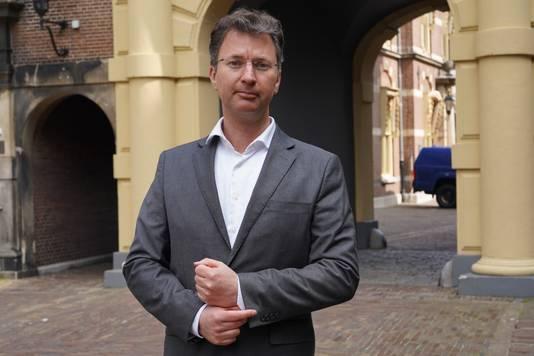 Chef politiek Hans van Soest op het Binnenhof in Den Haag.