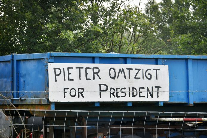 'Pieter Omtzigt for president' is written on a sign along the N35 between Glanberburg and Gronau.