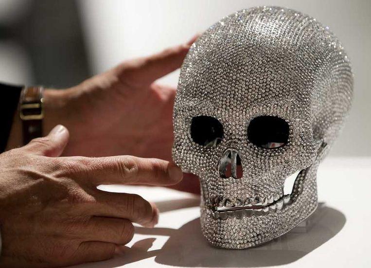 Een schedel ingelegd met diamanten. Beeld anp