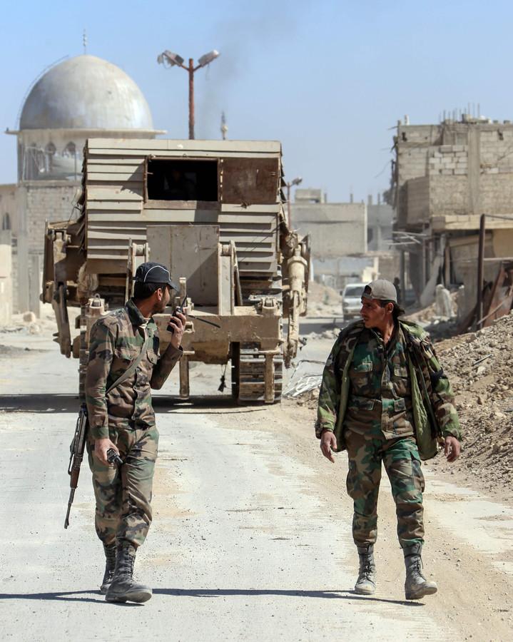 Het Syrische regeringsleger boekt in de rebellenenclave Oost-Ghouta almaar meer terreinwinst. Volgens het Syrische observatorium van de mensenrechten slaagden de soldaten er gisterenavond met lucht- en artilleriesteun in om delen van de stad Hammuriyeh te veroveren.