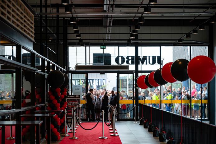 Enorme drukte in Tilburg bij de opening van de Enzo Knol Pop-up store.