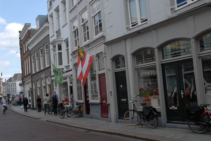 Terre des Hommes heeft al zeven jaar een winkel in de Vughterstraat. Tegenwoordig beschikt de Bossche afdeling ook over een (tweedehands) boekwinkel als aparte eenheid.