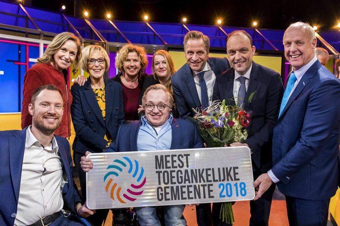 In 2018  kreeg Hardenberg als eerste gemeente in ons land  de titel Meest toegankelijke gemeente. De prijs werd door minister Hugo de Jonge (derde van rechts) uitgereikt aan de latere minister van gehandicaptenzaken Rick Brink (voorgrond) en Peter Snijders (tweede van rechts), die als burgemeester Hardenberg heeft ingeruild voor Zwolle.