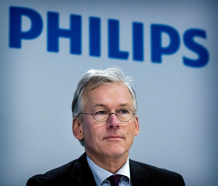 Directeur Frans van Houten bij de presentatie van de jaarcijfers.