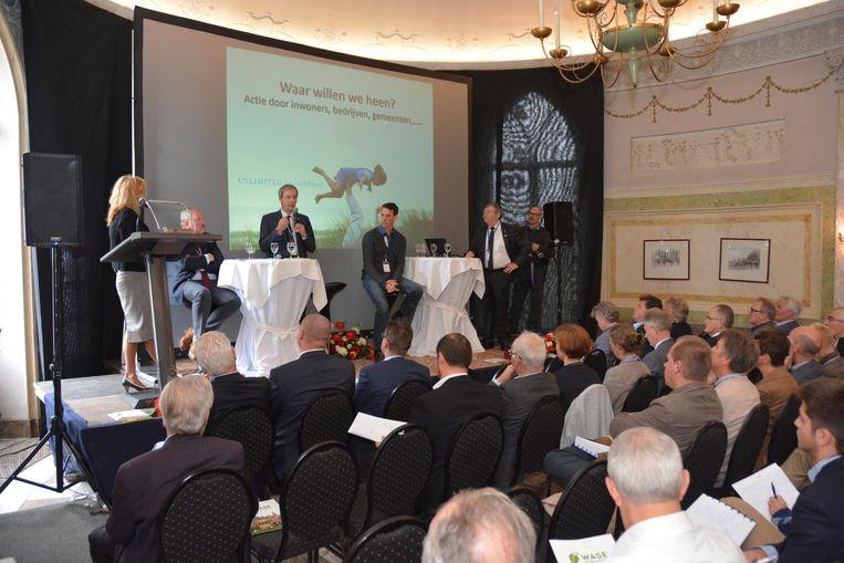 Burgemeesters en schepenen uit het hele Waasland kwamen op de Klimaattop hun ambities uit de doeken doen.