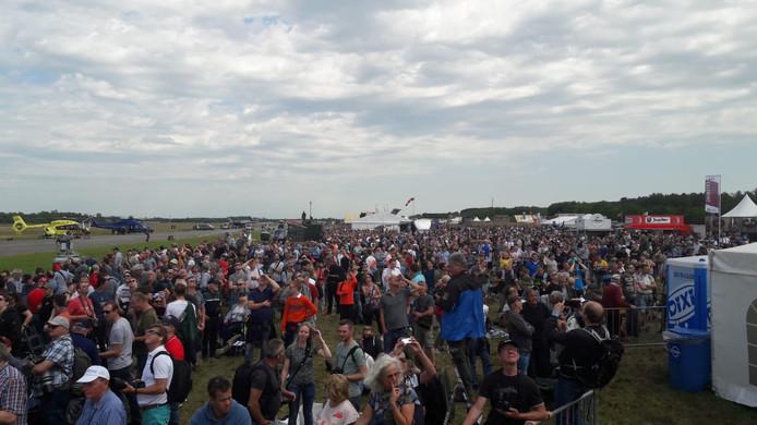 Het publiek is klaar voor de Air Power Demo.