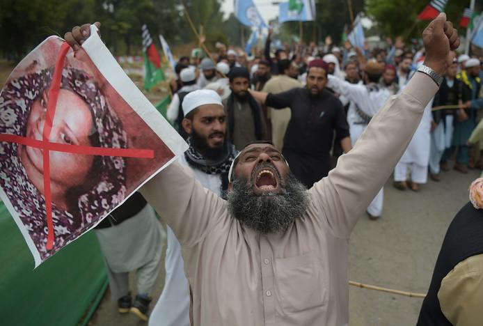 Pakistaanse moslims protesteren tegen de vrijlating van Asia Bibi afgelopen oktober.