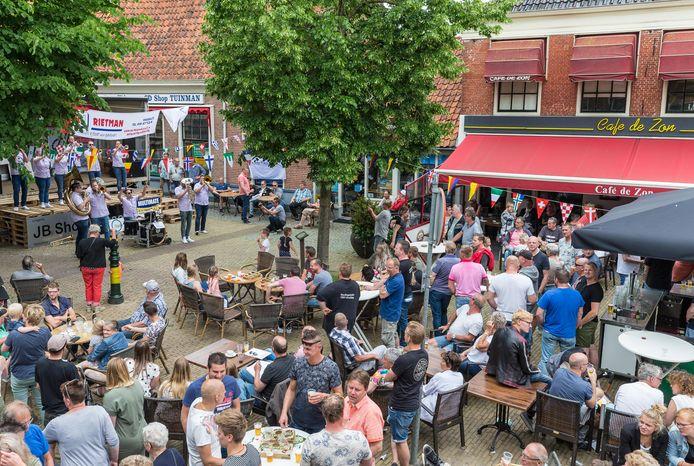 Voor terrassen, zoals hier in Hasselt tijdens de dweilorkestendag, hoeft ook dit jaar geen belasting worden afgedragen. Verder krijgen ondernemers de gelegenheid om wat meer meters te pakken.