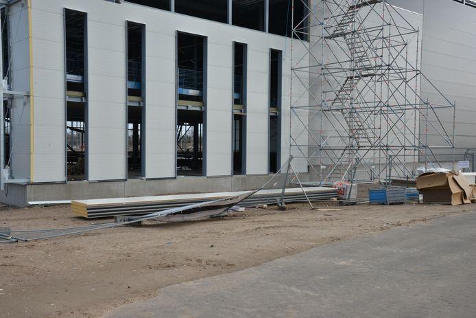 De hekken op de bouwplaats in Breda zijn ook omgewaaid.