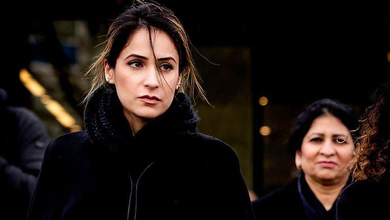 Nadia Rashid (L) en haar advocaat Nihad El Farougui bij de rechtbank van Amsterdam. Beeld anp