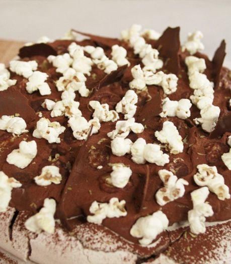 Pavlova met whiskey-chocolademousse en popcorn