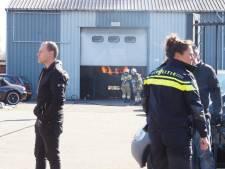 Auto vliegt in brand binnen garage in Drunen