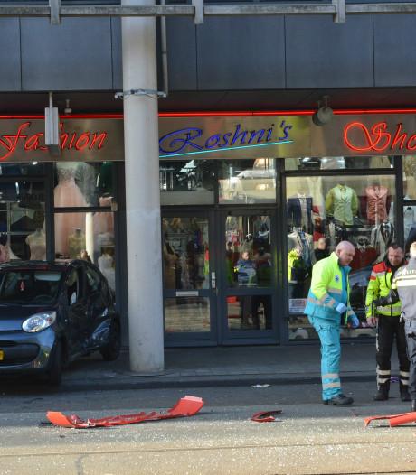 Automobiliste gewond na aanrijding met tram op Hobbemastraat