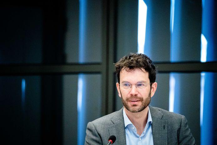 Jaap van Delden (RIVM) tijdens een technische briefing over de ontwikkelingen rondom het coronavirus in de Tweede Kamer.
