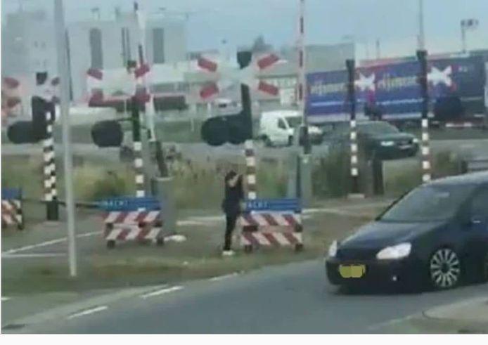 De man wist het voertuig te ontwijken.