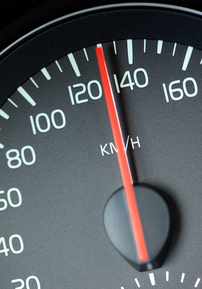 Uit onderzoek is gebleken dat de 36-jarige veroorzakter van het ongeluk met een snelheid van 130 tot 145 kilometer per uur moet hebben gereden op de Europaweg, waar een snelheidslimiet van 80 geldt.