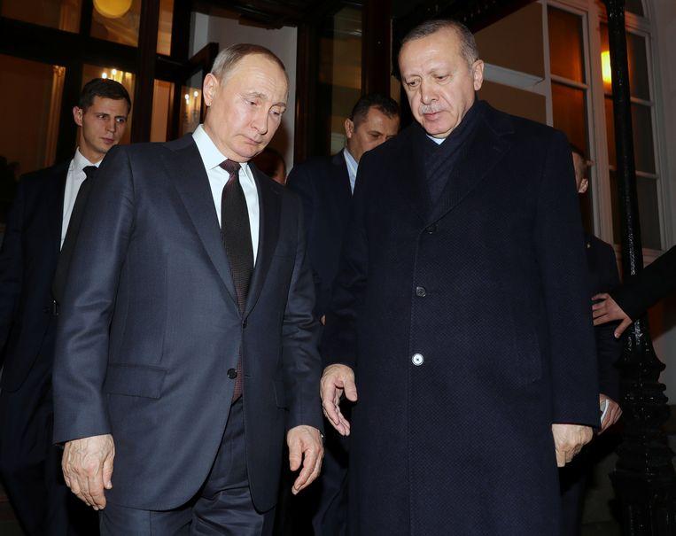 In Moskou bespraken presidenten Erdogan en Poetin een staakt-het-vuren.  Beeld REUTERS