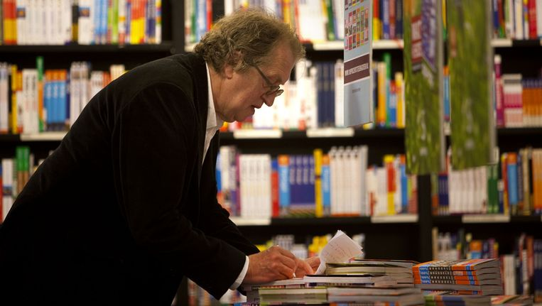 Gerrit Komrij in 2009 bij boekhandel Scheltema in Amsterdam. Beeld ANP
