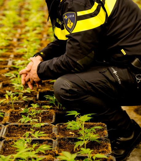 Politie vindt hennepkwekerij in Almere