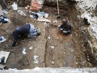 """26 skeletten ontdekt bij opgraving Onze-Lieve-Vrouwehospitaal: """"Al hospitaal in veertiende eeuw"""""""