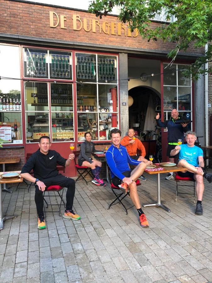 Voor De Burgerij in de Noordstraat is trainer Miel van Berkel met zijn bootcampers neergestreken voor 'sport en ontbijt'.