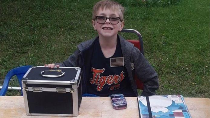 De 8-jarige Bryson Kliemann verkocht zijn Pokémonkaarten-collectie om zijn zieke puppy te redden.