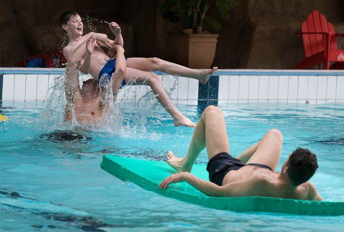 Testevenement in het zwembad van het recreatiepark Marveld in Groenlo.