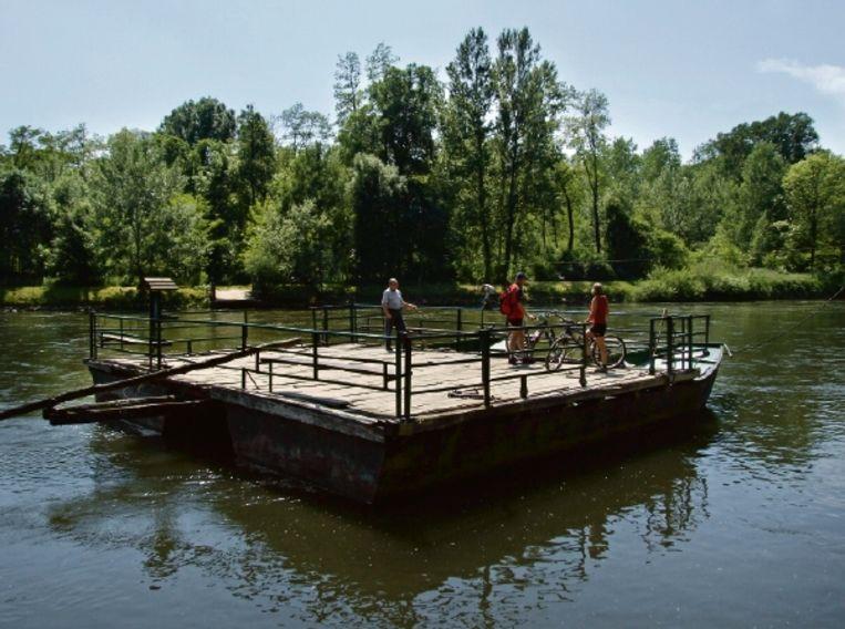 De 'pont der liefde' bij Doklezvje. (FOTO'S BERT SITTERS) Beeld