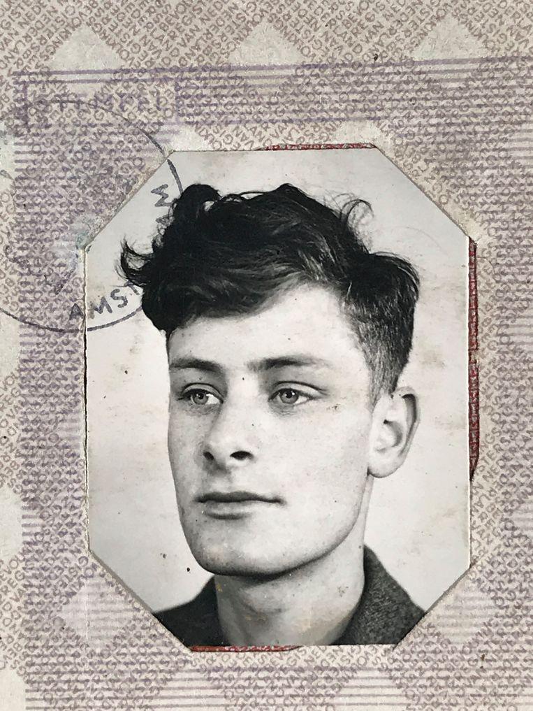 Pasfoto Hans Katan op persoonsbewijs 1941. Beeld archief NIOD