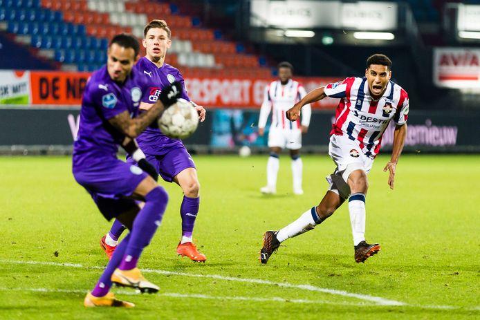 Driess Saddiki haalt uit tijdens de vorige editie van Willem II - FC Groningen, die in 2-3 eindigde.