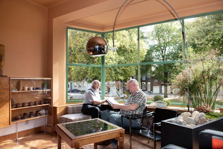 Jos  Vandenbreeden en Johan Winnepenninckx wonen in het Joris Lens Huis in Mechelen. Architect Huib Hoste was een belangrijke vertegenwoordiger van de nieuwe zakelijkheid in België. Beeld Els Zweerink