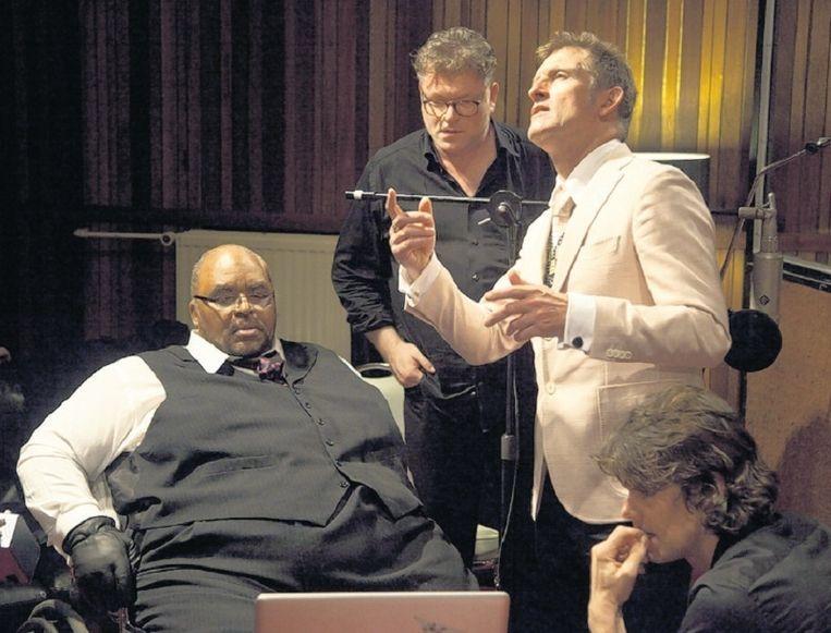 Solomon Burke (links), en rechts de broers Van der Lubbe in 'Hou me vast - De Dijk'. Beeld