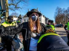 Klimaatactivisten willen politie en stadsbestuur Utrecht aanklagen nadat ze urenlang zijn opgesloten: 'Ongehoord'