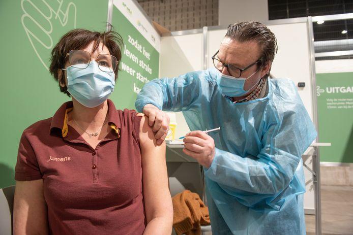 Vaccinatiecentra De Qubus en COC gaan dicht op 9 oktober. Een eerste prik kan nog tot 18 september.