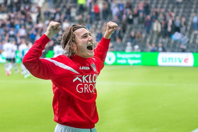 Ali Akman viert feest met de fans van NEC na de zege op Heracles Almelo.   during the match Heracles - NEC